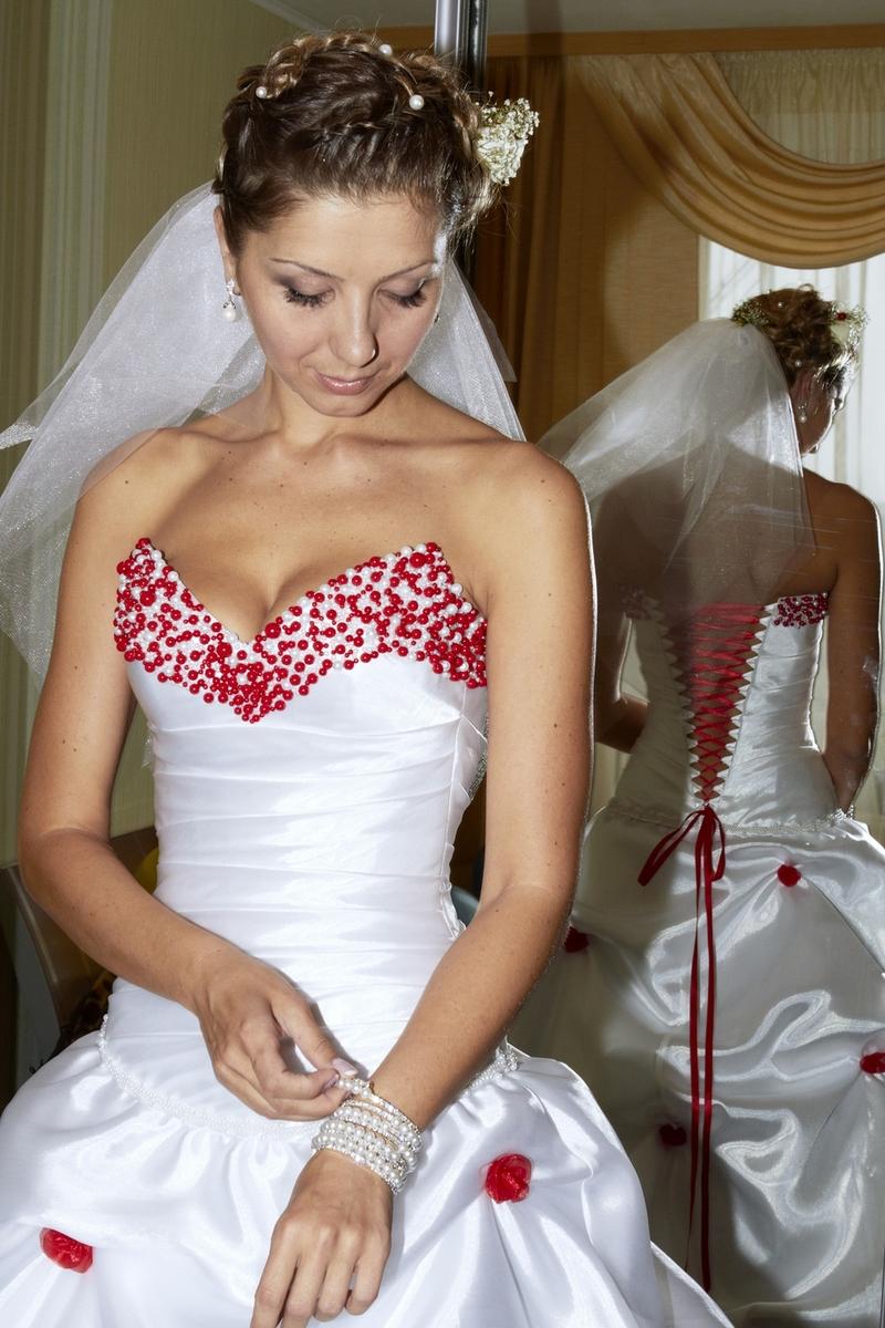Saloon :: Бело-красное свадебное платье