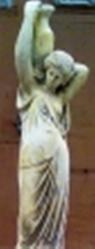 ландшафтная скульптура  Девочка с кувшином над головой