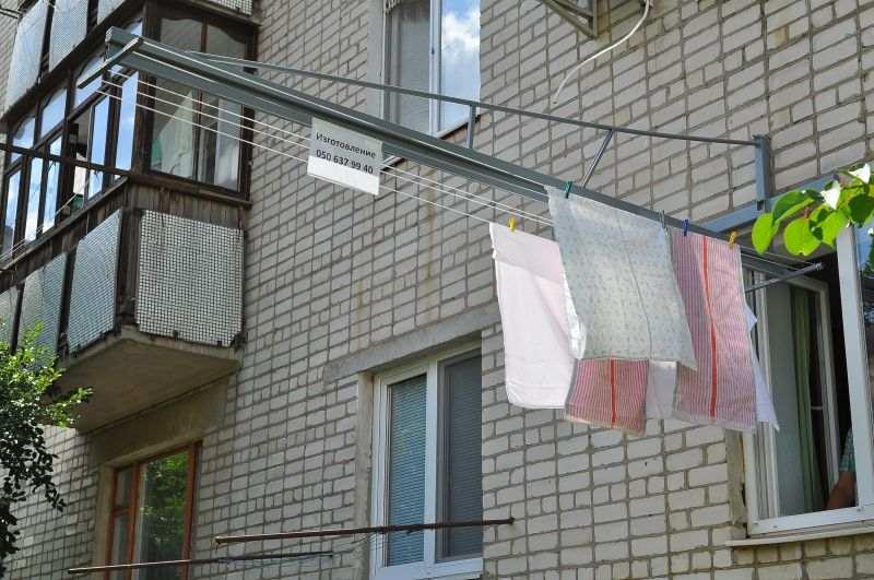Веревки для белья на балконе своими руками.