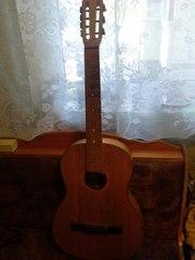 Классическая акустическая гитара.