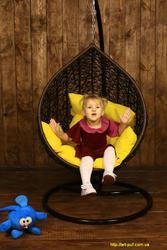 Подвесное детское кресло кокон шар из искусственного ротанга