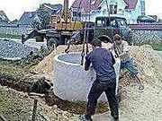 ЧИСТКА и докопка питьевых колодцев,  проводим воду и канализацию в дом