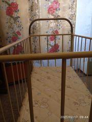 Металлическая кроватка для ребенка до 2-х лет